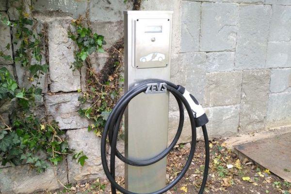 Зарядни станции